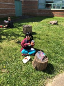 الأطفال على الغداء